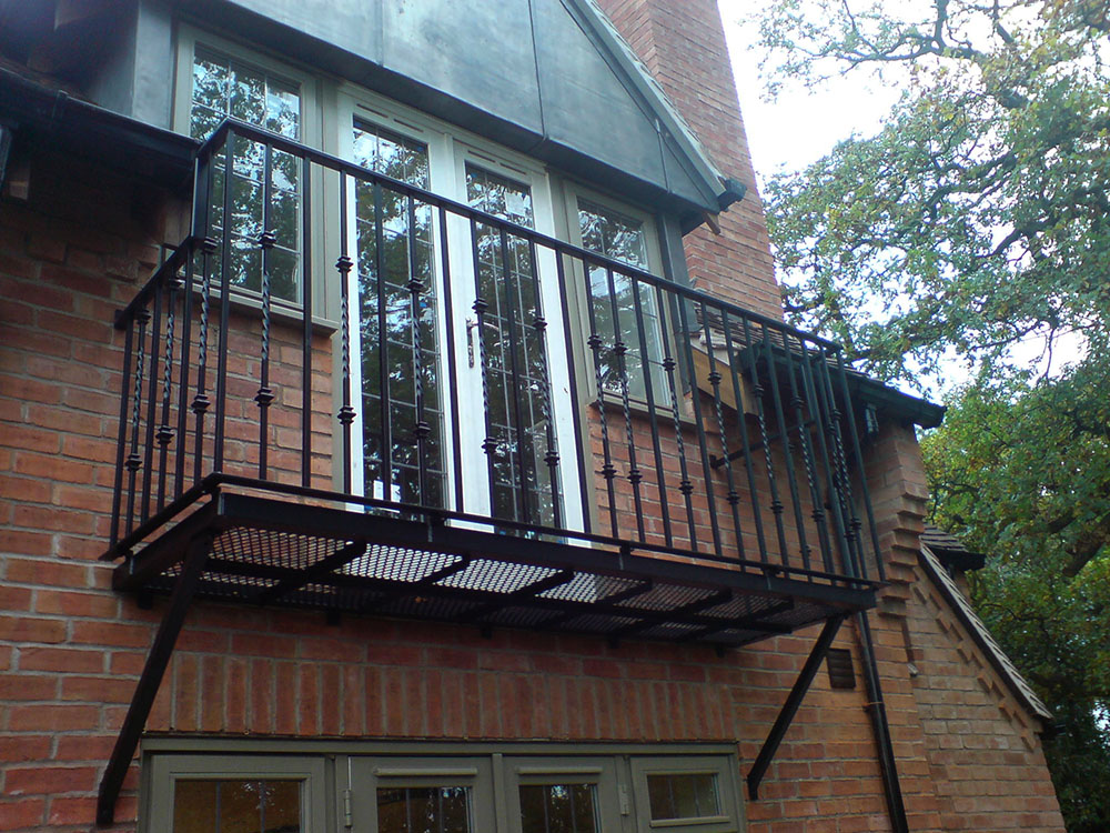 Walk on and juliet balconies heartlands metalcraft for Metal balcony