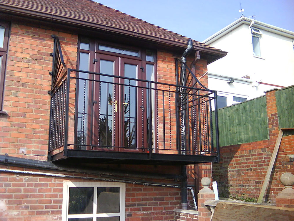 Walk on and juliet balconies heartlands metalcraft for Balcony of house